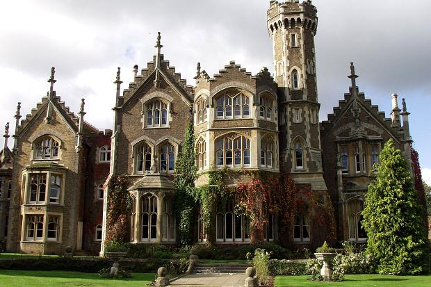 Overlooking The River Thames Oakley Court Is A Victorian Gothic Country House Currently Being Used As Luxury Hotel Was Originally Built In