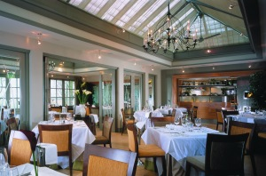 Conservatory-Restaurant-at-Calcot-Manor