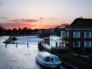 Sindhu Compleat Angler