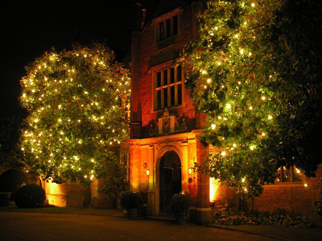 christmas-front-of-great-fosters-002