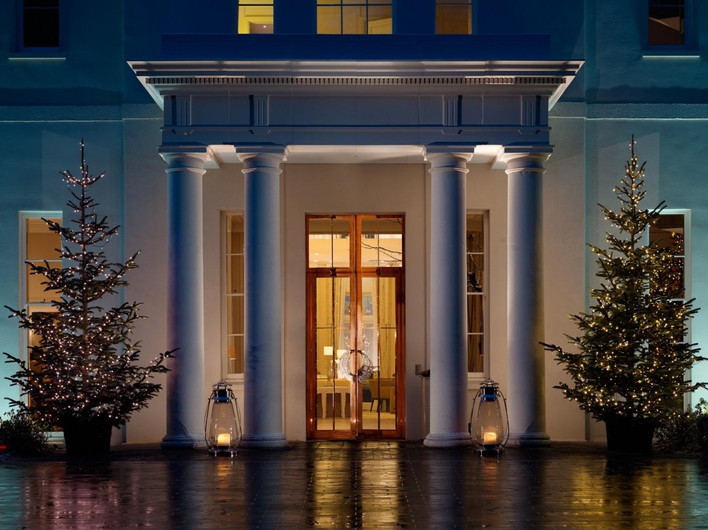 Entrance - Christmas - Coworth Park 1157-45-2