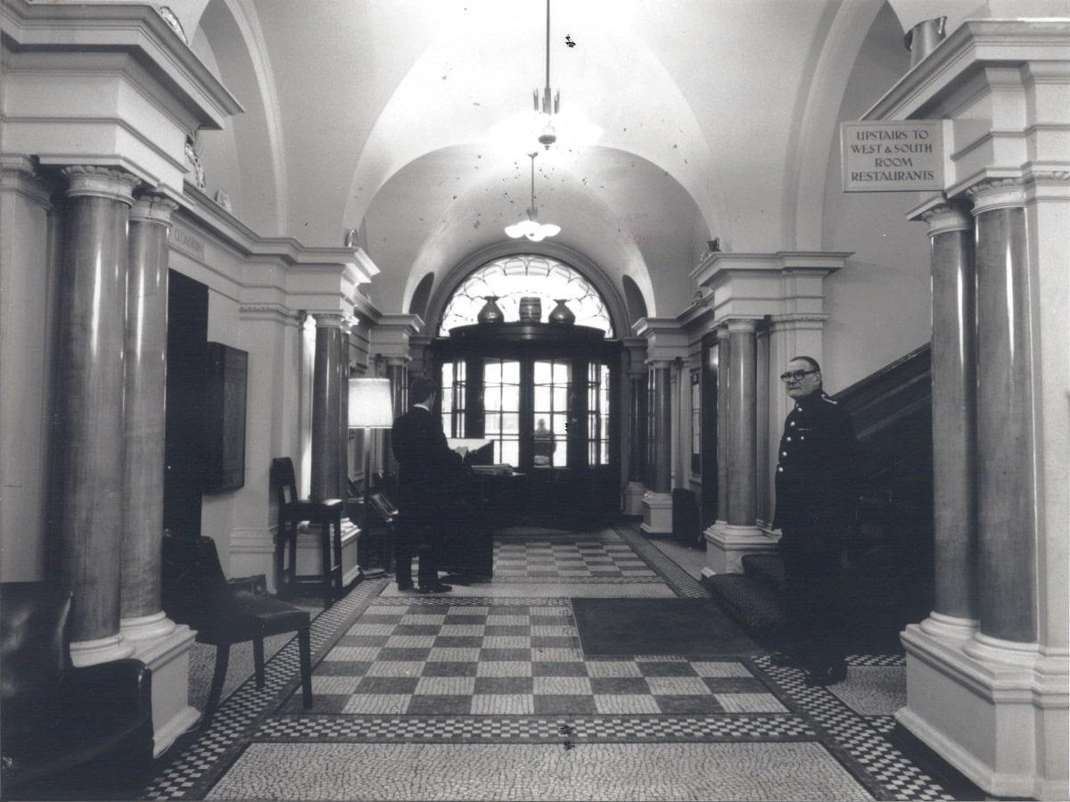(PHCsi-13) Reception and Main Hall c1989-min