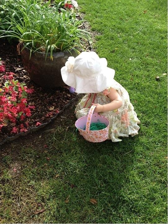 Easter girl-min