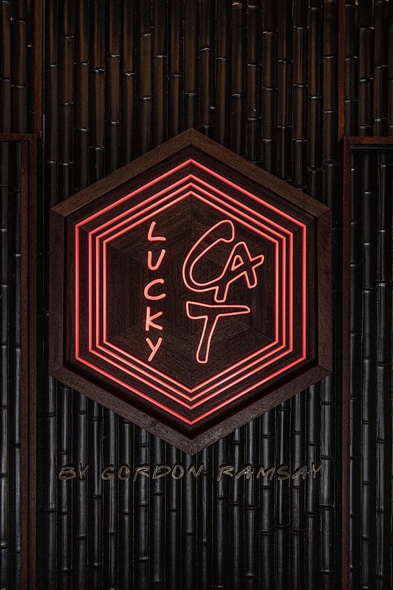 Lucky cat Neon Sign 1000px-min